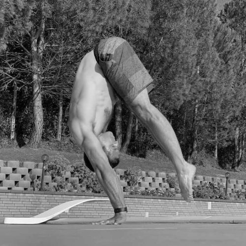 athlete doing the handstand
