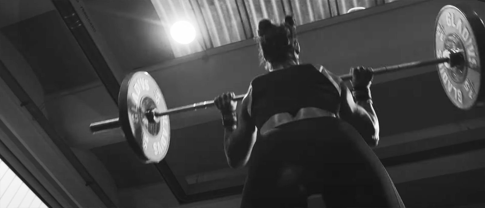 female athlete lifting the barbell crossfit program glutei